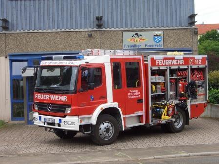 Feuerwehrhaus und Fahrzeug am Standort Ottenhausen