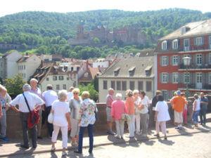 Auf der alten Brücke mit Blick zum Schloss