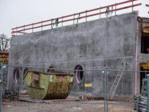 01.12.2019: Der fertiggestellte Sichtbeton an der Ostwand.